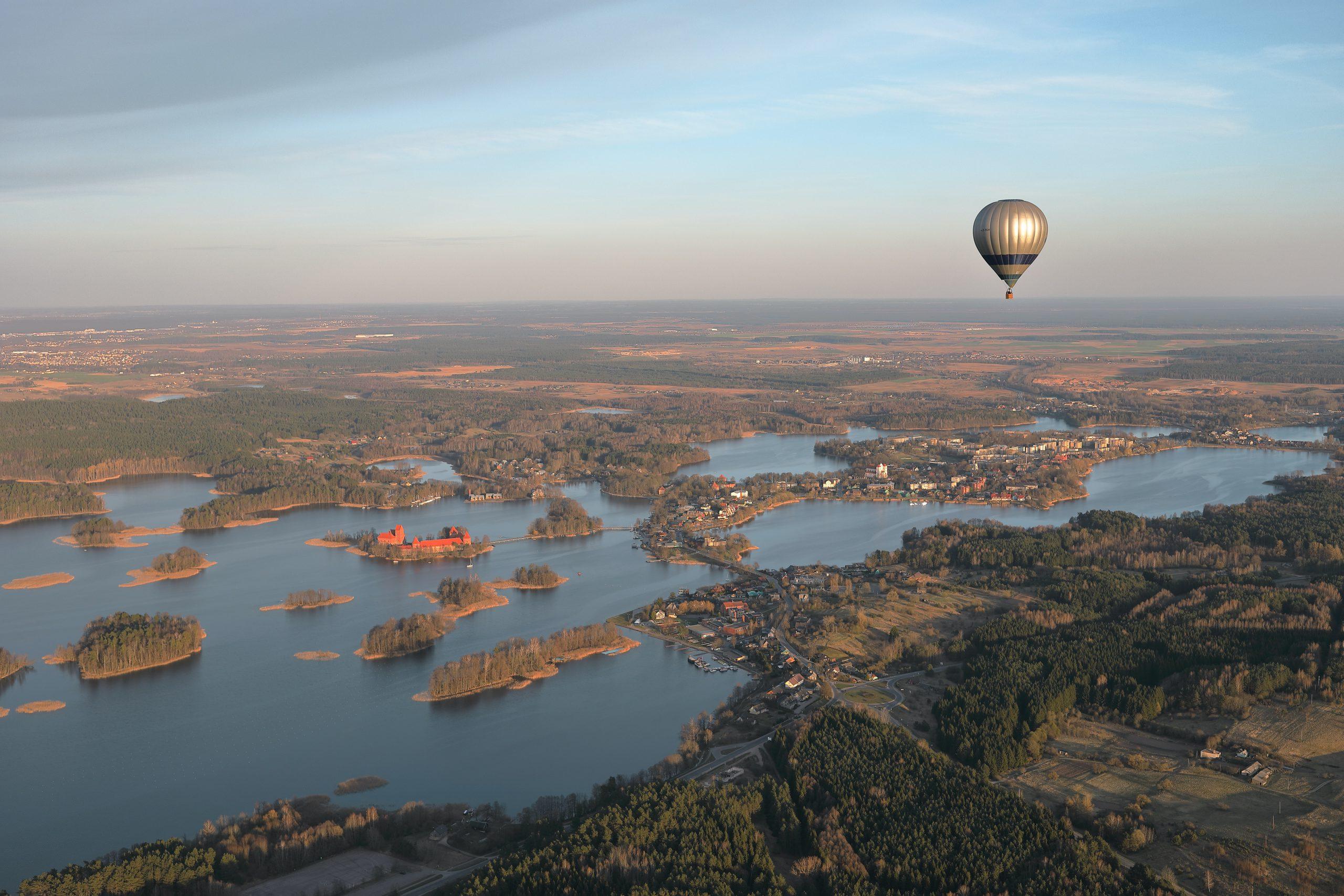 Vue depuis une montgolfière de la ville de Mondolkiri